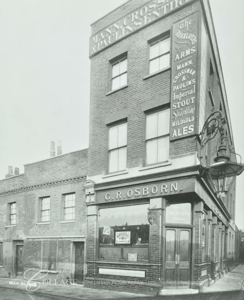 Bricklayer Arms, Adam Street (later Brunel Road) Bermondsey c1905.  X.png