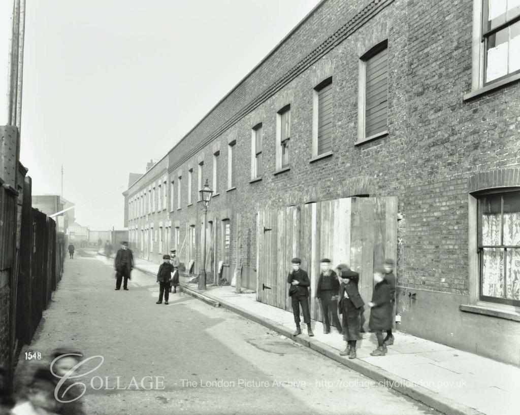 Railway Avenue, looking towards Rotherhithe Street, 1903.  X.png