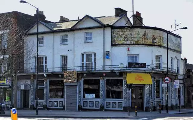 Old Kent Road, Kentish Drovers & Halfway House, now an Asian restaurant. 2018.   X.png