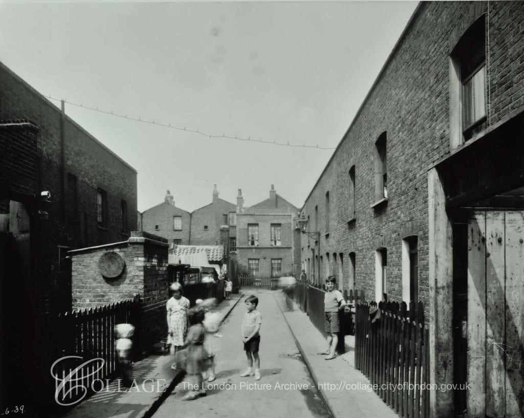 Congreve Street cul de sac to rear 1939. Stanford Place, East Street behind.  X.jpg