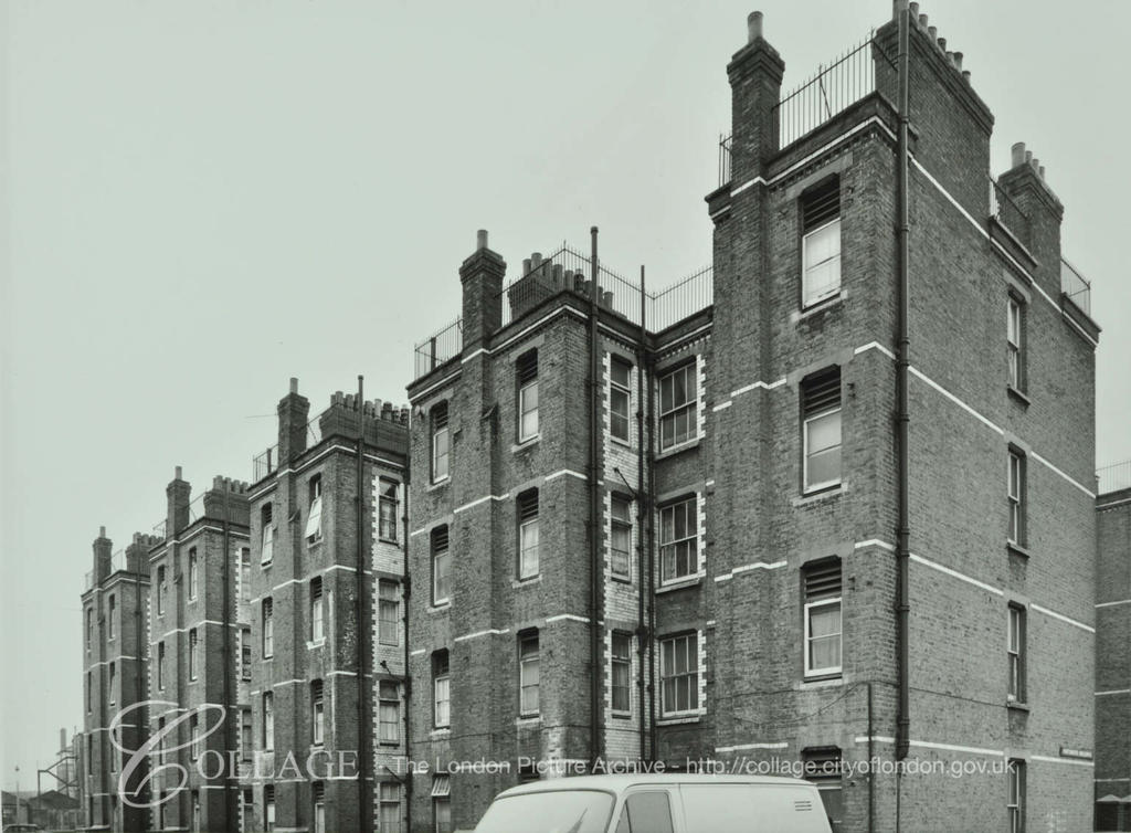 Creasy Street 1972. Portsmouth Buildings with Eastbournd Buildings and Creasey Street to the  right.    X.png
