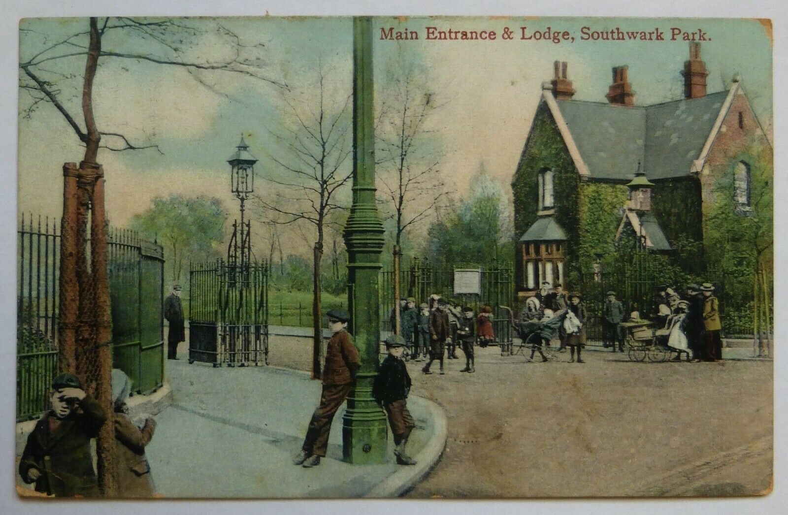 SOUTHWARK PARK, MAIN ENTRANCE & LODGE,1906.  X.png