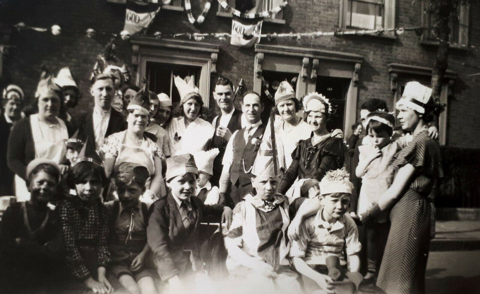 Fort Rd, George V Jubilee Street Party, Bermondsey c1935.  X.png