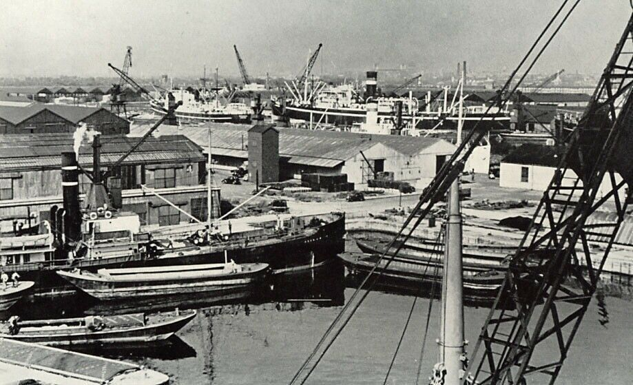 Surrey Docks, Rotherhithe South London, 1949.  X.png