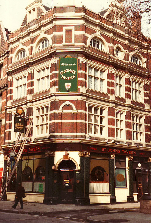 Tooley Street, St Johns Tavern.This pub is now used as offices.  X.png