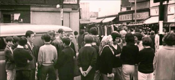 East Street in 1964, a group of young mods near to a former premises of the A1 Stores.  X.png