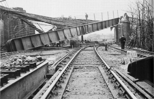Cow Lane Bridge, Peckham was hit by a V2 missile.jpg