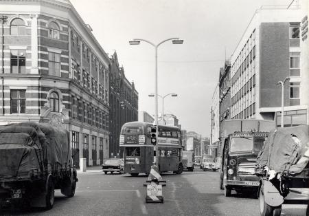 Southwark Street, number 18 bus turning right into Southwark Bridge Road, 1964.  2 X.png