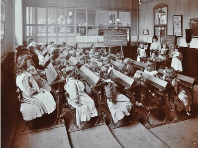 Albion Street Girls School, Chemistry lesson, Rotherhithe, 1908.  X.png