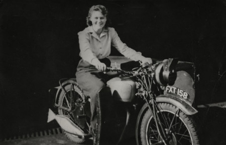 London Transport motorcycle dispatch rider Jill Horscroft at Camberwell bus garage, 1940 – 1945.png