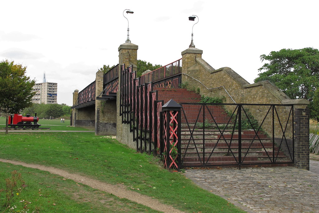 Grand Surrey Canal bridge, over a Camberwell section, now within Burgess Park.  X.png