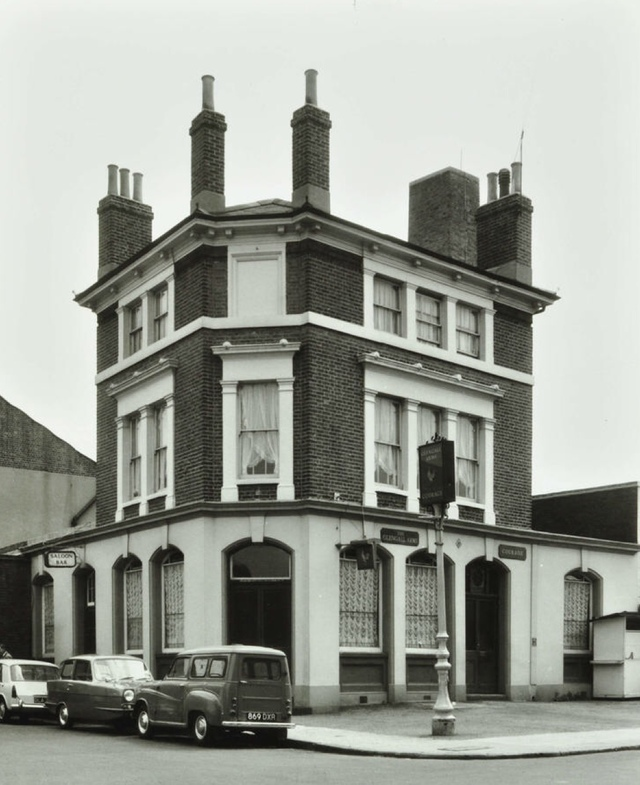 Glengall Road.The Glengall Arms was situated at 41 Glengall Road c1968.  X.png