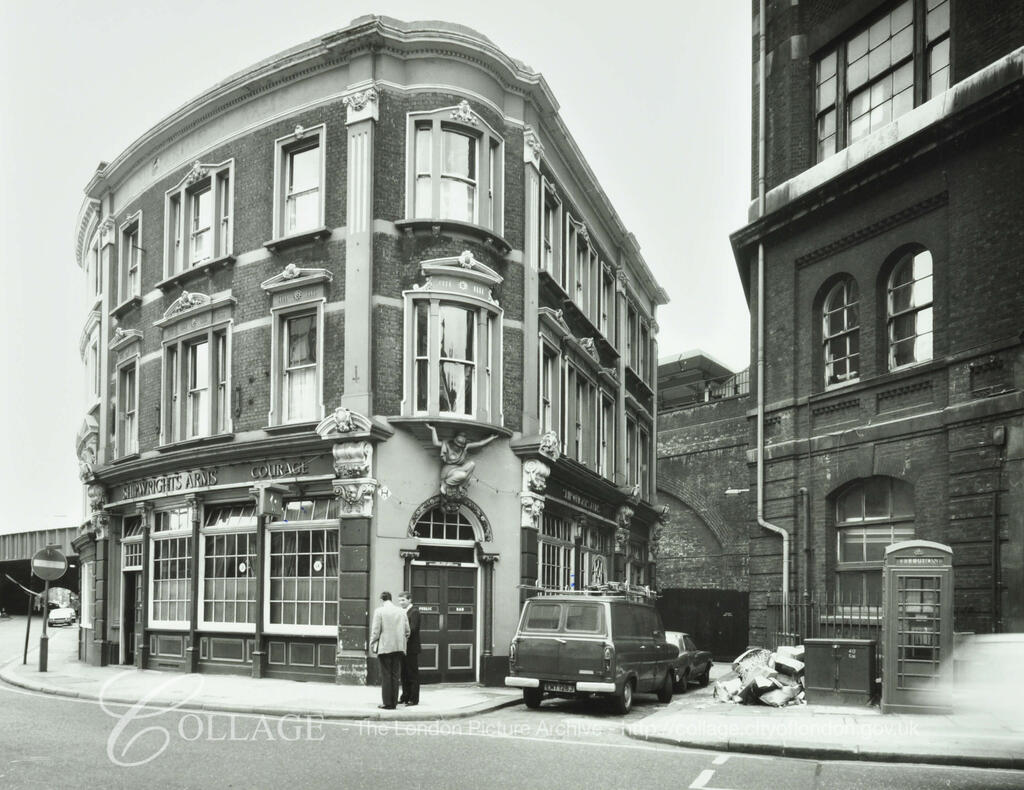 Tooley Street c1980, Shipwrights Arms Public House.  X.png