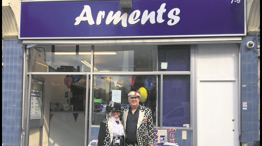 Westmoreland Road, Arments Pie & Mash, celebrated 102 years,with A song and dance from the Bermondsey Pearly King and Queen marked the occasion.  X.png