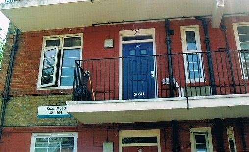 Nan,Stan & Mary's home at 92 Swan Mead..jpg