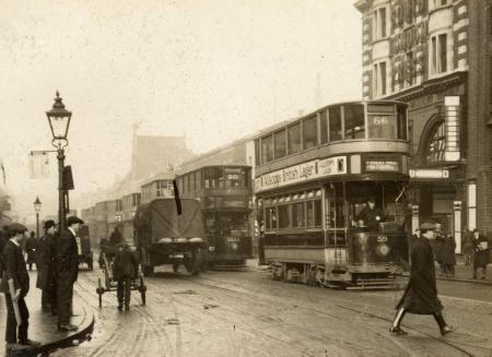 Elephant and Castle by the Bakerloo line Underground c1920.  X.png
