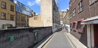 Mermaid Court, looking towards Borough High Street 2019.  X.png