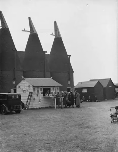 Beltring hop farm Paddock Wood, Kent. People queing up at the on-site milk bar 1938.  X.png