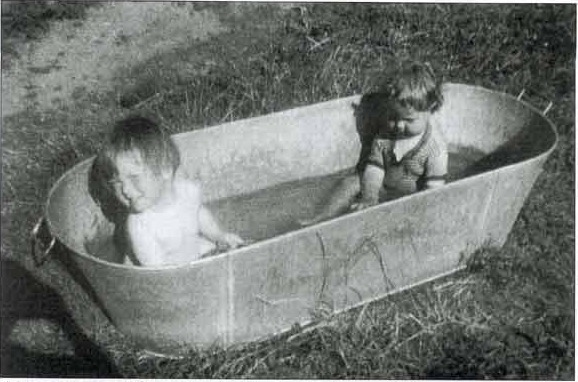 The old tin bath_Fotor.jpg