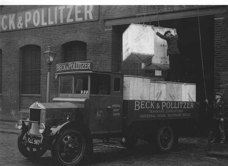Southwark Bridge Road, Beck & Pollitzer truck unloads in London 1933.  X.png