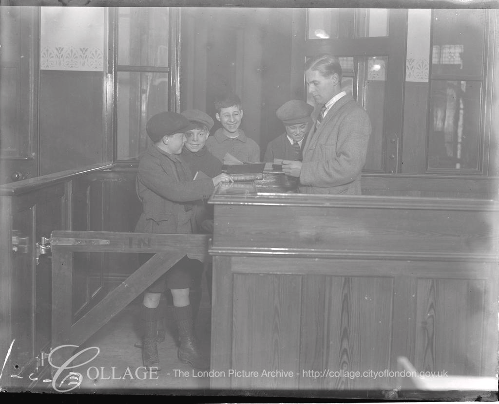 Spa Road Bermondsey Children's Library 1923..png