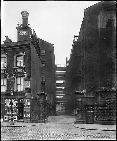 Southwark Bridge Road c1924. The entrance to the rear yard of Hanover House, Borough Road, right.  X.png
