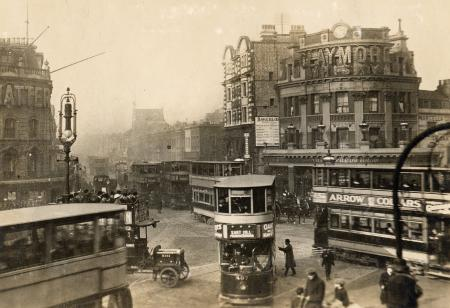 Elephant and Castle by the Alfred's Head public house and the Bakerloo line station, c1920..png