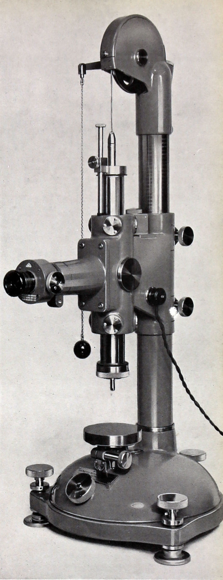 Hilger and Watts.  947, Watts Microscopic Vertical Measuring Machine. X.png
