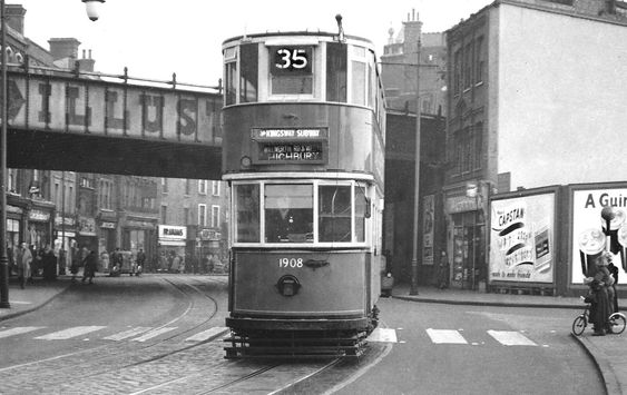 Elephant and Castle, going towards the Walworth Road in 1950. Elephant Road is on the right.  X.png