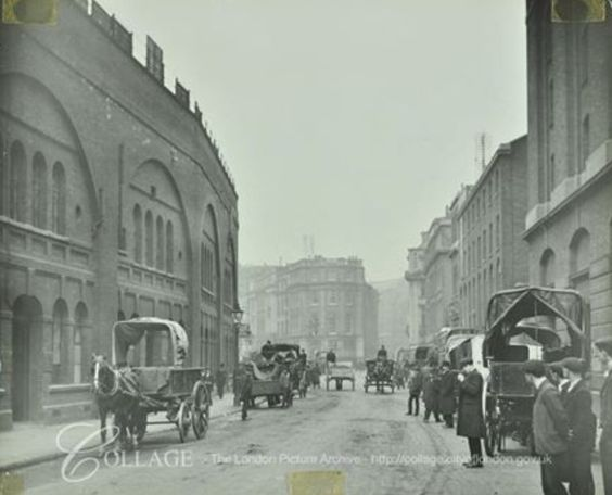 Tooley Street,1915. Looking towards London Bridge.   X.png