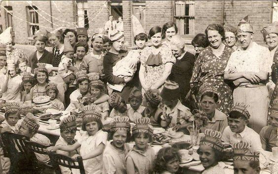 Coronation party, 1937, Bermondsey X.jpg