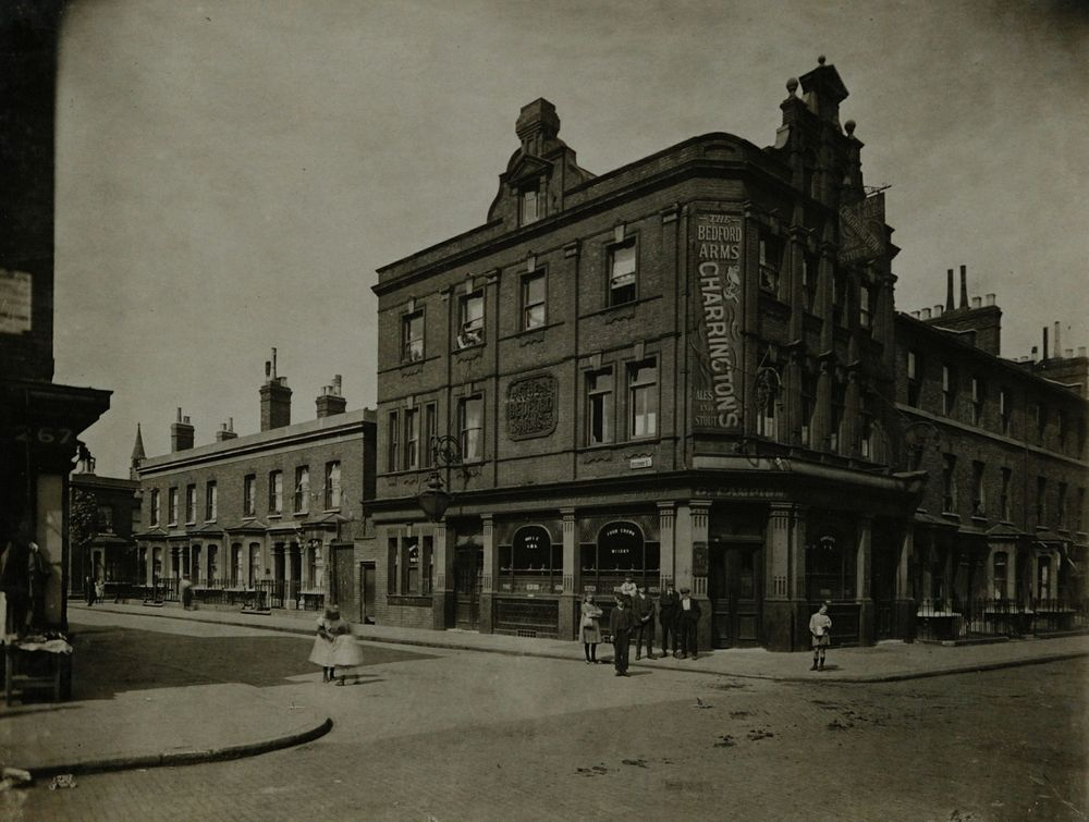 East Street, Bedford Arms. Beckway Street left.   X.png