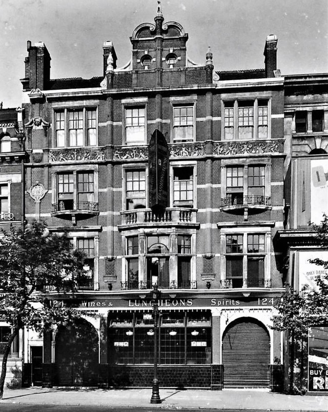 Blackfriars Road the Equestrian Pub, c1930.  Destroyed during a WWII air raid.  X.png