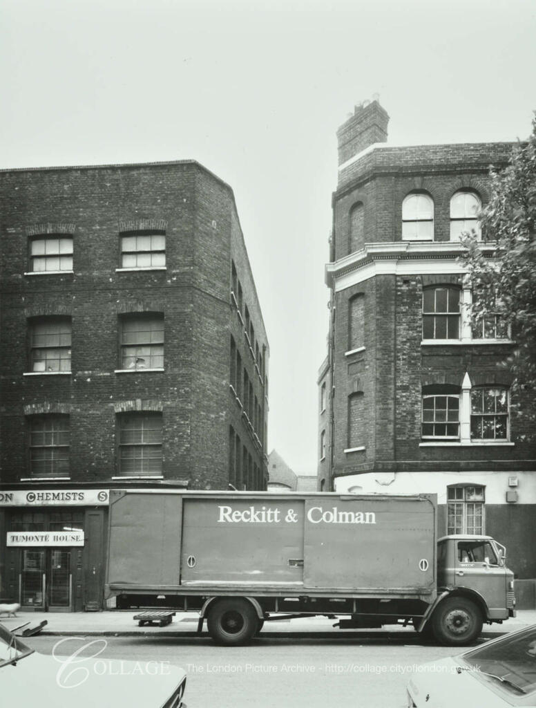 Tooley Street 1980, Unicorn Passage opposite, between Stoney Lane and Vine Street.   X.png
