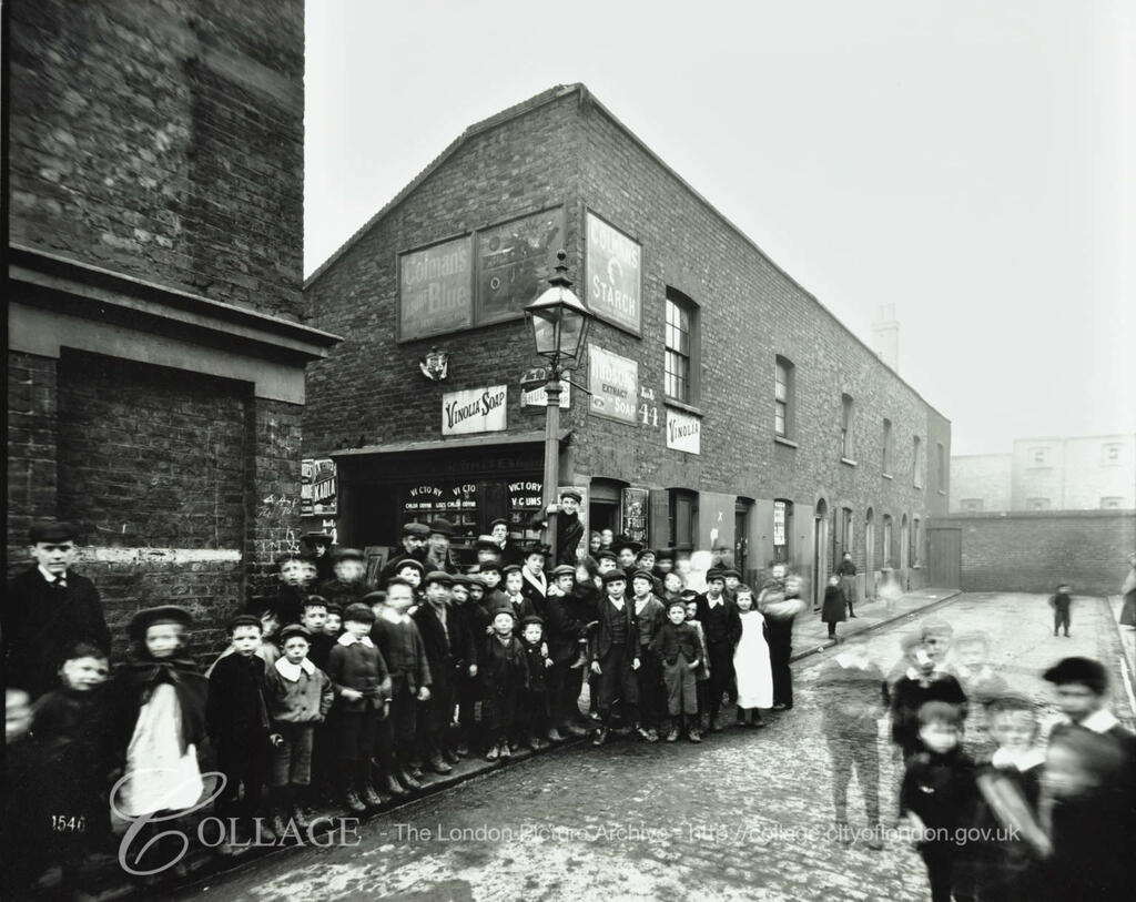Ainsty Street, Bermondsey, by York Place c1903.  X.png