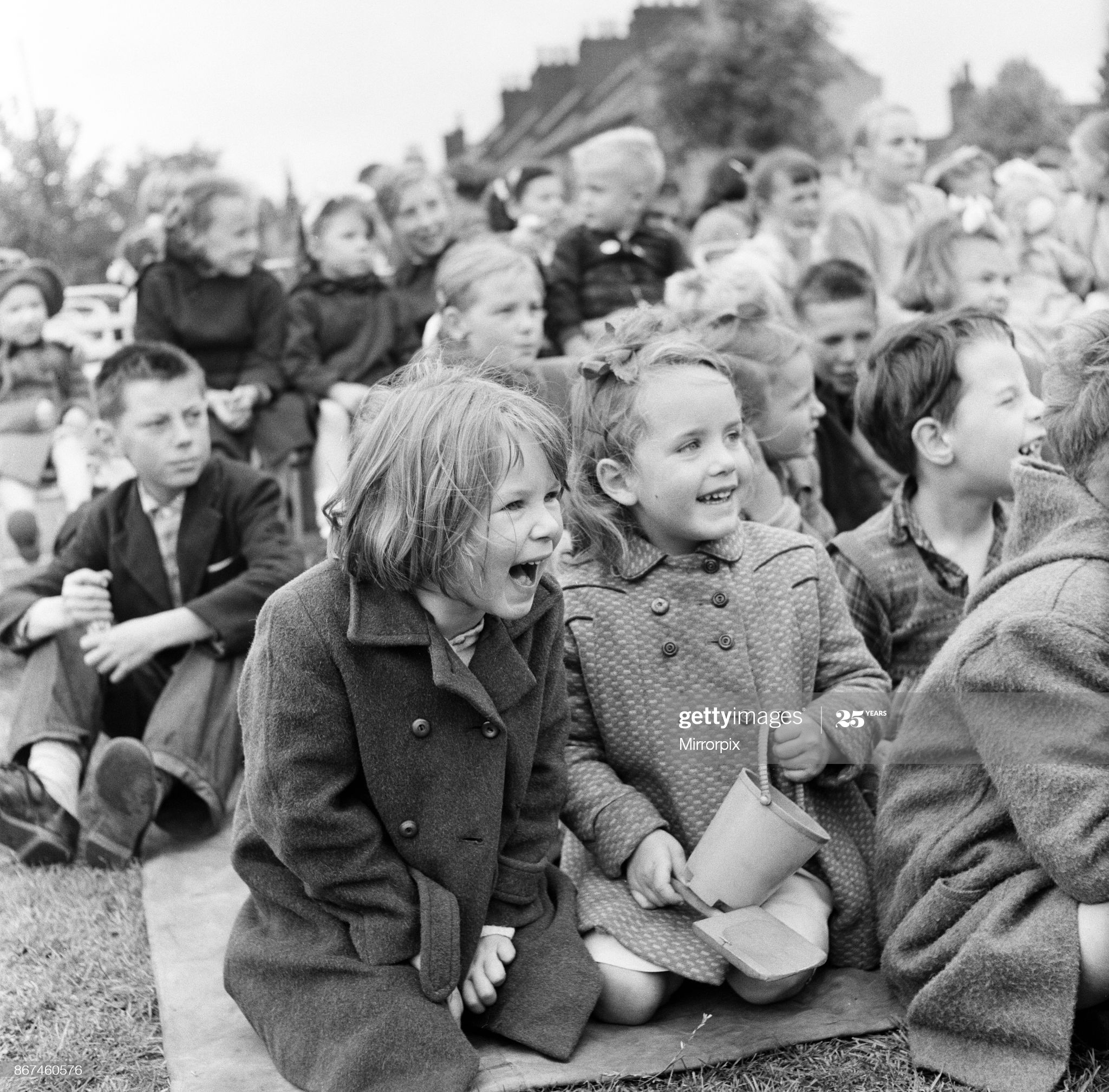 Spa Road, Punch and Judy show in Bermondsey Spa 1956.  X.png