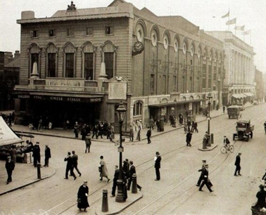 Waterloo Road the Old Vic Theatre,1930. The Cut left.   X.png
