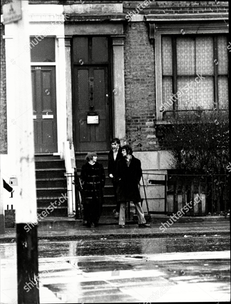 Dr Walter Rahman (Walter Murad Abdul Rahman) surgery at 22 Southwark Park Road. The Doctor was prescribing Amphetamines to teenagers at his Surgery, youngsters waiting outside the surgery c1970.  X.png