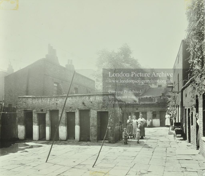 Jacob Street, Gutteridge Court, Bermondsey c1925.  X.png